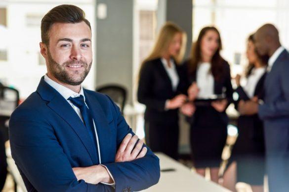 uc_businessman-leader-in-modern-office